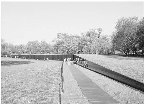 maya lin a chinese american student at yale university designed the vietnam veterans - Who Designed The Vietnam Wall